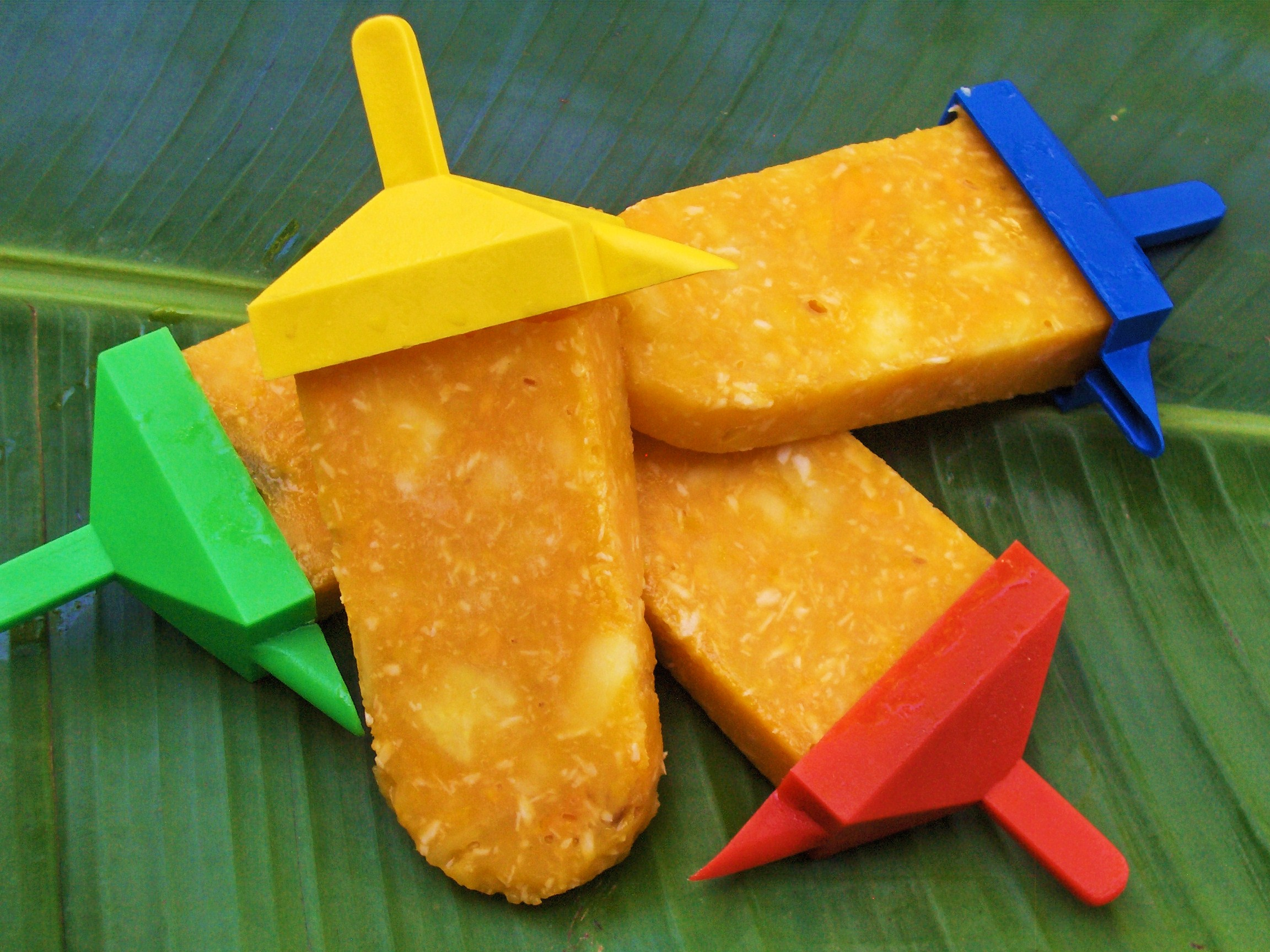Cool Mango Popsicles on a Hot Mexican Day